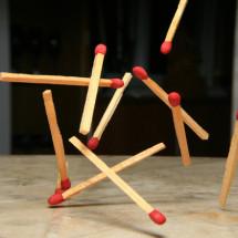 Физический детский фокус — Стоящая спичка