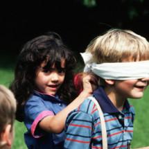 Детская игра — «Жмурки»