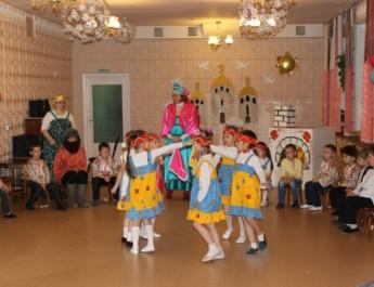 Русская народная активная игра — «Горелки с платочком»
