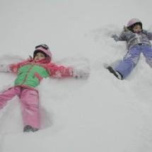 Зимнее детское развлечение — «Изобрази снежного ангела!»